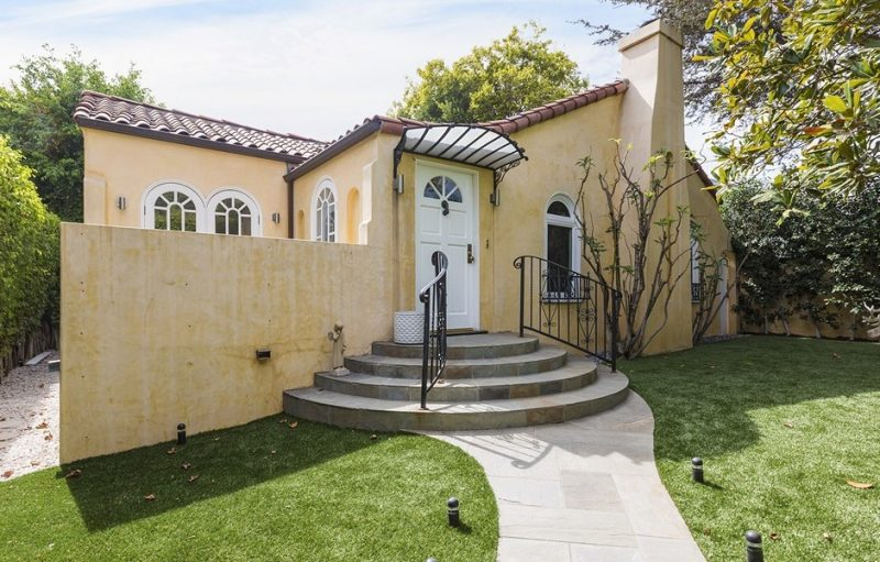 Faye Dunaway Sold Her Humble Home
