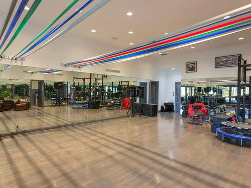 Jennifer Lopez Puts Her House on Sale Gym