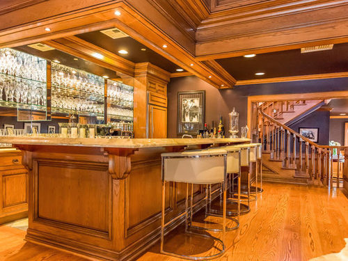 Jennifer Lopez Puts Her House on Sale Bar