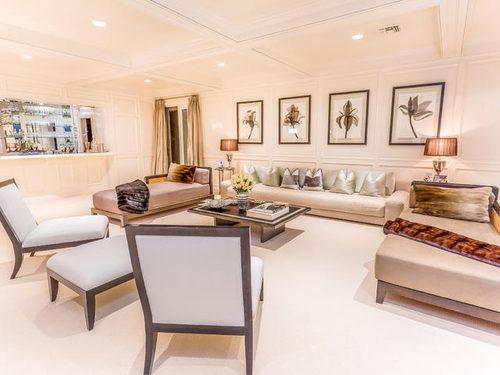 Jennifer Lopez Puts Her House on Sale Lounge