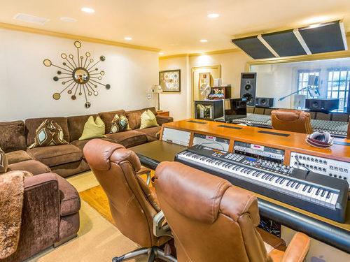 Jennifer Lopez Puts Her House on Sale Recording Studio