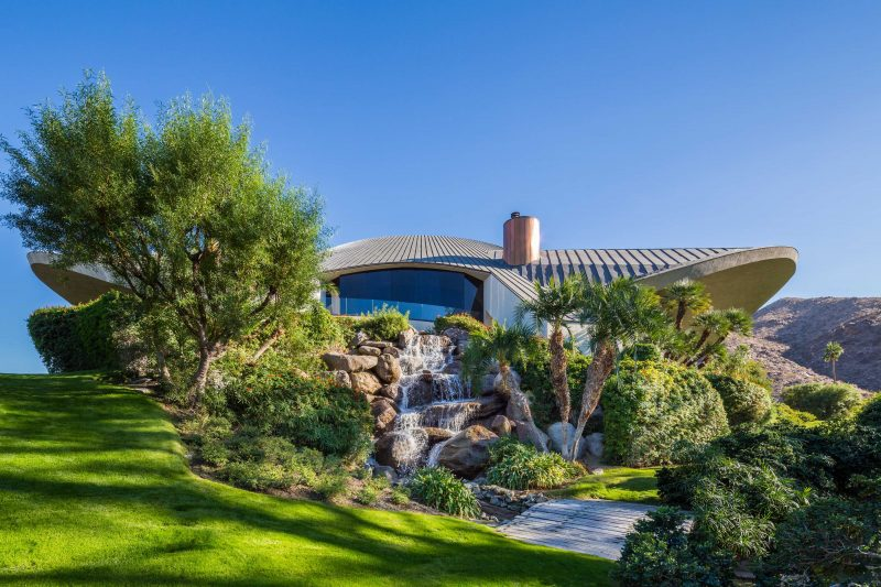 Classic Celebrity Homes Bob Hope Dessert house exterior