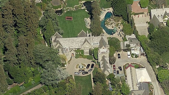 Playboy Mansion Backyard : Playboy Mansion for Sale ? Two Icons for the Price of One