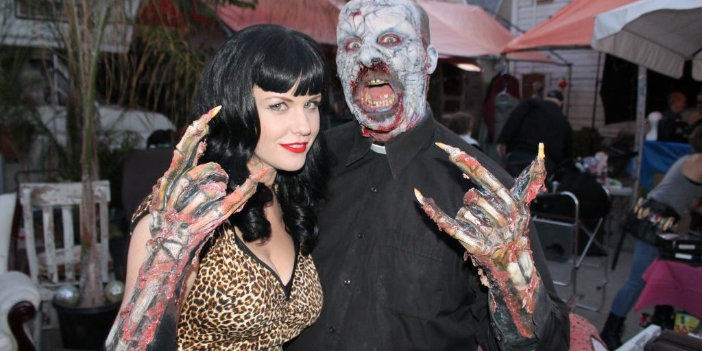 Carrie Keagan and Jack Bennett on the set of Fetish Factory