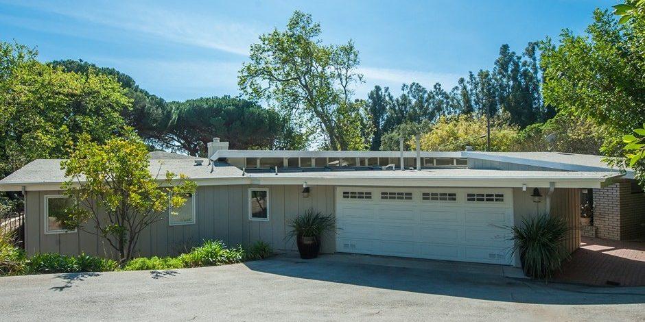 Garth Brooks and Trisha Yearwood's Malibu Home Front Exterior
