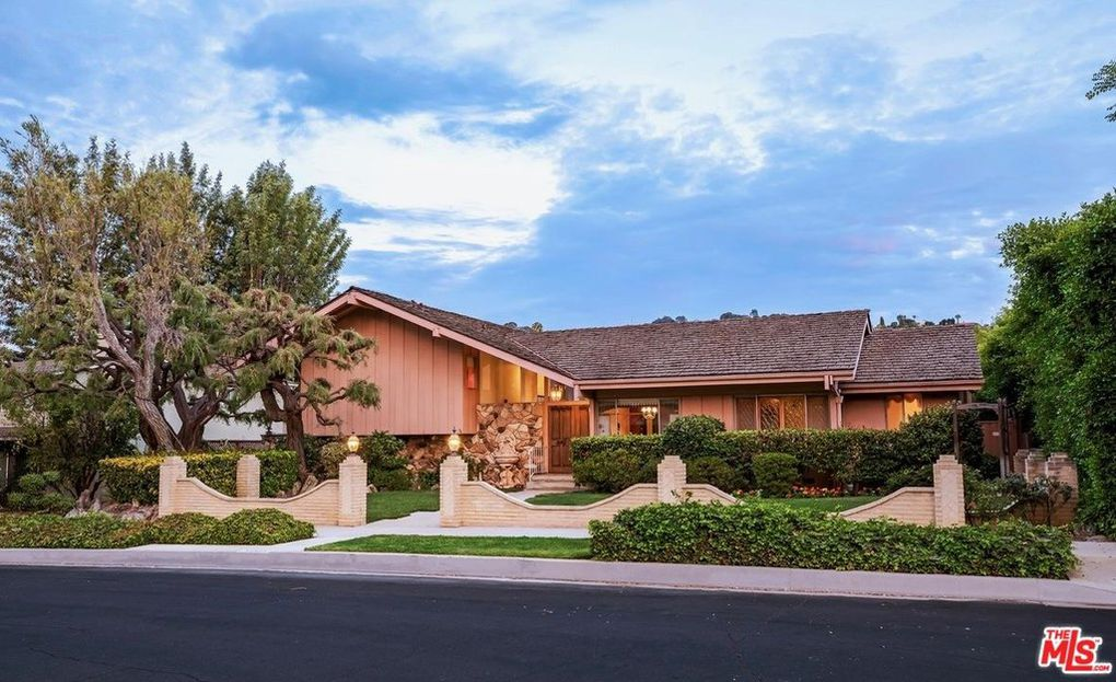 who bought the Brady Bunch house