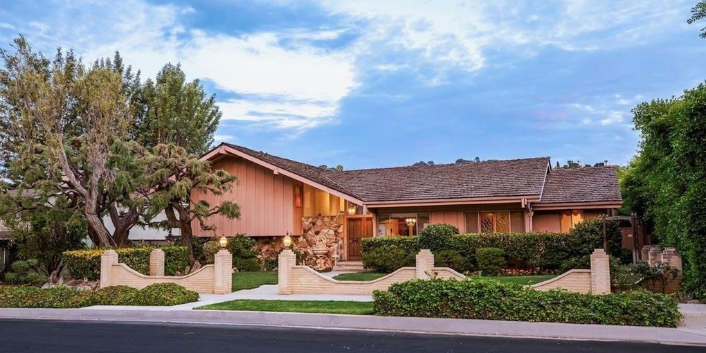 Who Bought the Brady Brady Bunch House