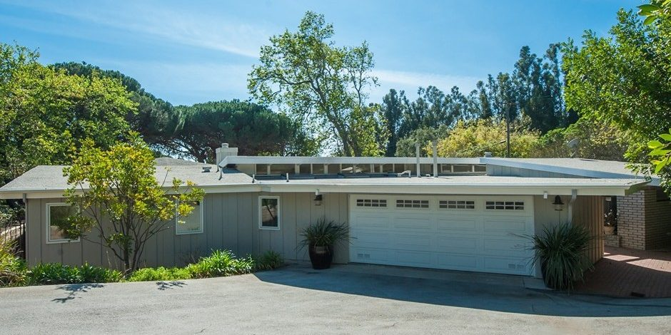 Garth Brooks and Trisha Yearwood's Malibu Home Front Exterior