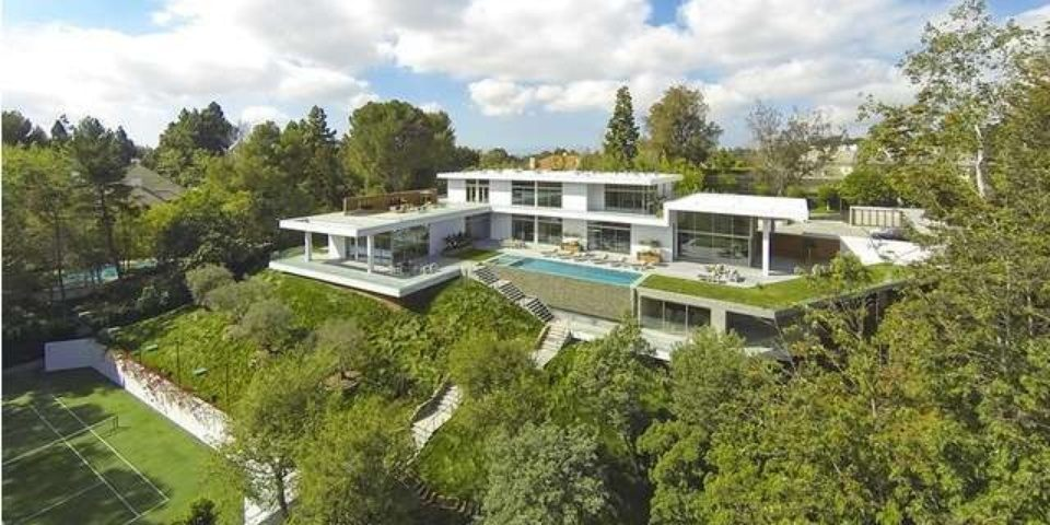 Jay Z and Beyonce Rental better Back Exterior