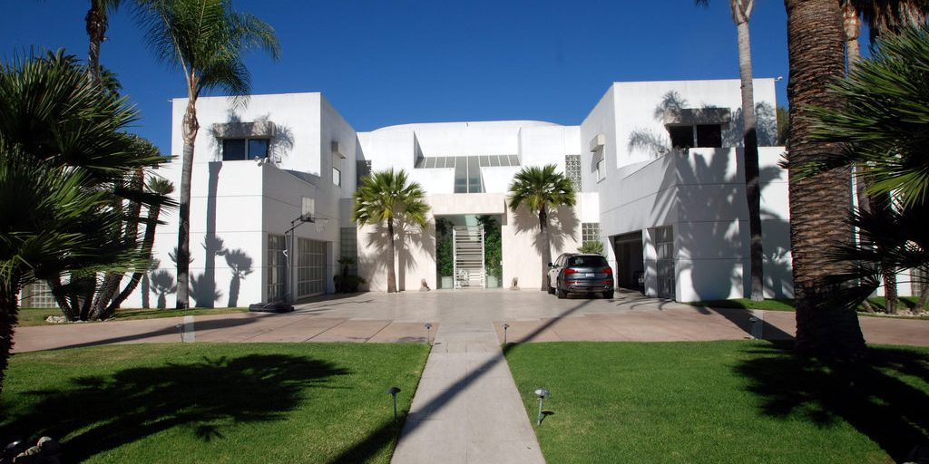 Homes of the Stars tours  jackie Collins house